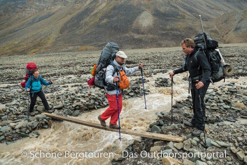 Spitzbergen - Bachueberquerung