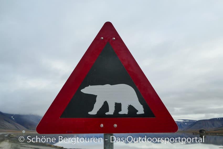 Spitzbergen - Eisbaerenschild in Longyearbyen