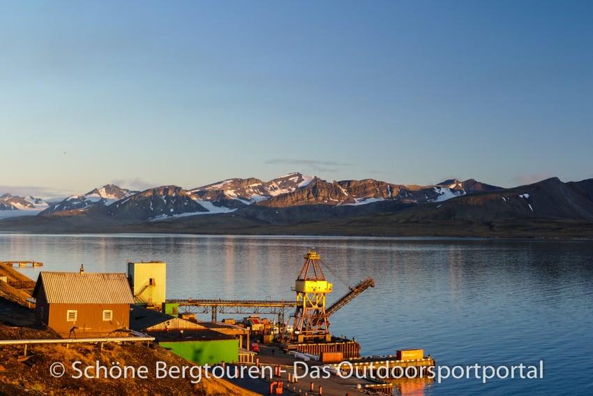 Spitzbergen - Hafen von Barentsburg