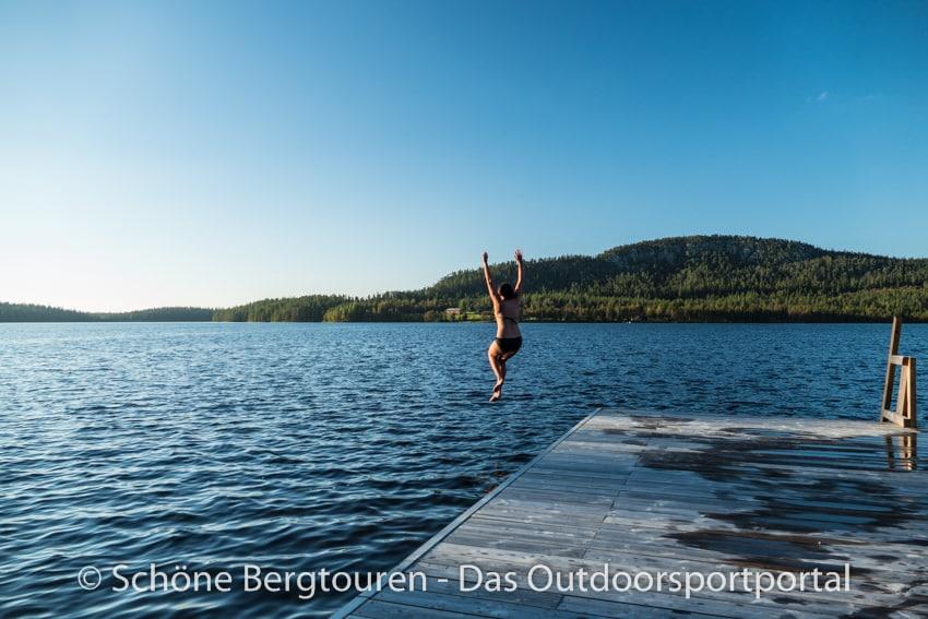Finnland - Abkuehlung im Pyhaejaervi See