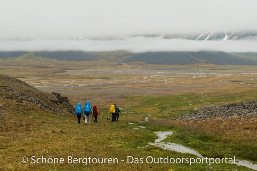 Spitzbergen Trekking - Abstieg ins Colesdalen