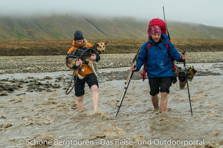 Spitzbergen Trekking - Flussdurchquerung