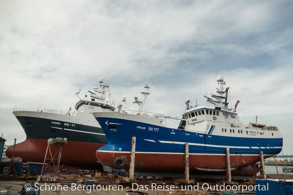 Island - Schiffe im Hafen von Reykjavik