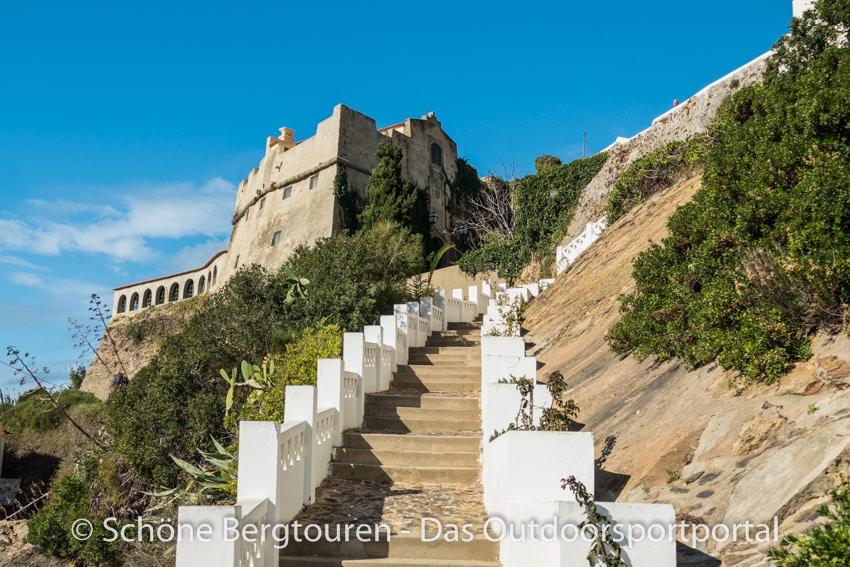 Rota Vicentina - Treppen zum Faehranlieger