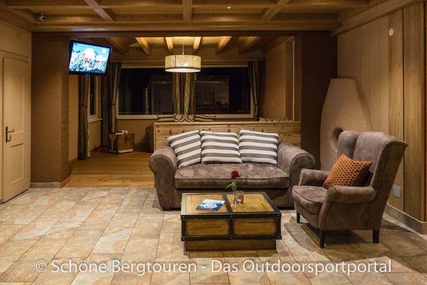 L Hotel 360 Tirol - Sitzecke im Empfangsbereich
