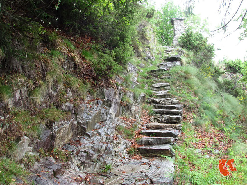 ZuFussunterwegs_com - Unterwegs auf vielen Steintreppen