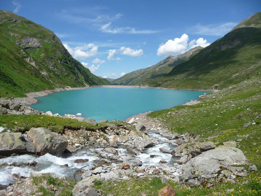 BergaufBergab - Der Kartell-Stausee faengt das Schmelzwasser auf