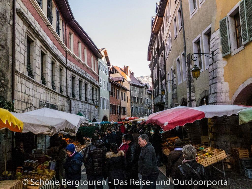 Annecy - Markt in den Gassen der Altstadt