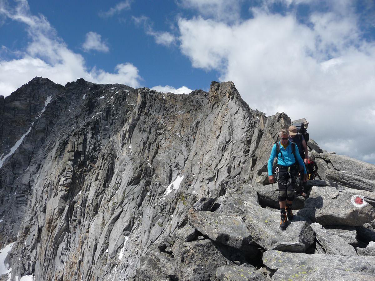 BergaufBergab - Lang zieht sich der Rudolfstaedter Weg ueber den Grat