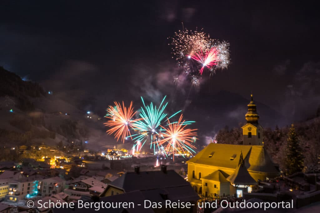 Grossarltal - Silvester Feuerwerk ueber Grossarl