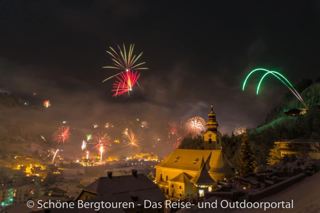 Grossarltal - Feuerwerk ueber Grossarl