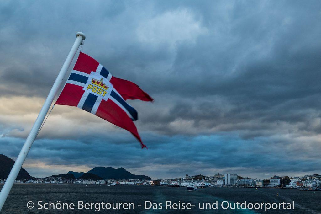 Hurtigruten - Ausfahrt von Alesund