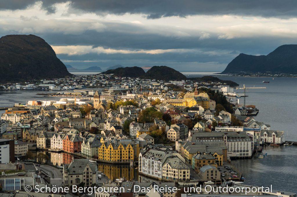 Hurtigruten - Blick auf Alesund