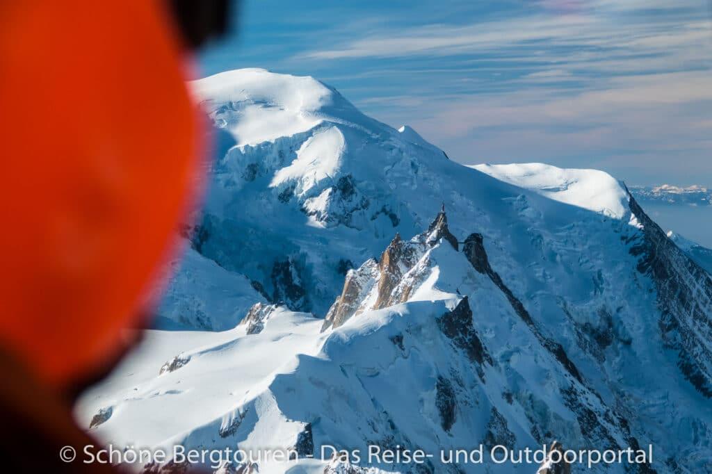 Mont Blanc Rundflug – Blick zur Aiguille du Midi