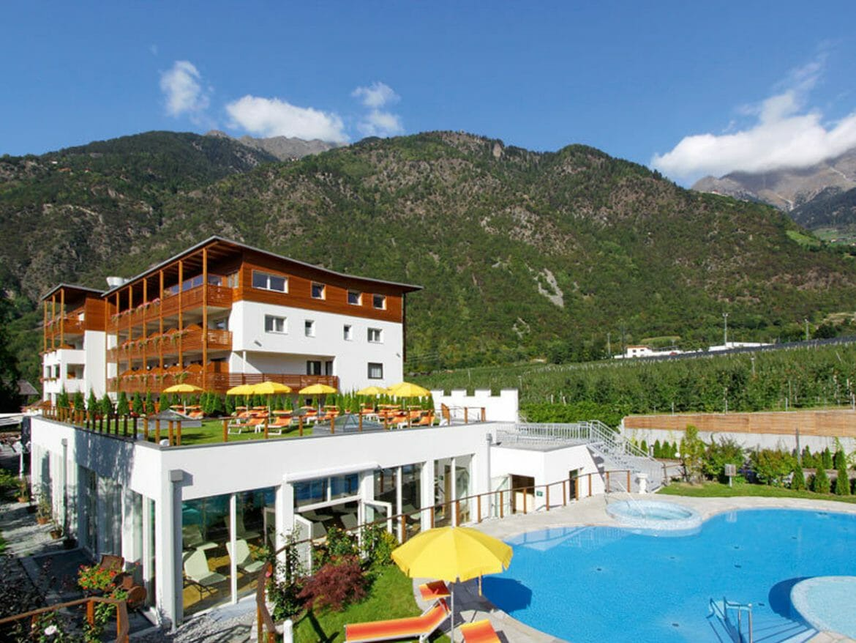 Vitalpina Hotel Waldhof - Ansicht im Sommer