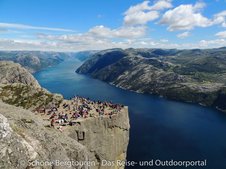 Fjord Norwegen - Blick zum Preikestolen
