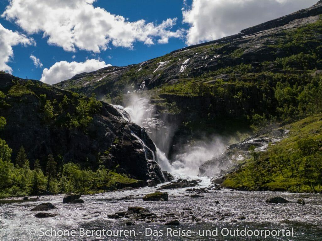 Fjord Norwegen - Nykkjesfossen im Husedalen