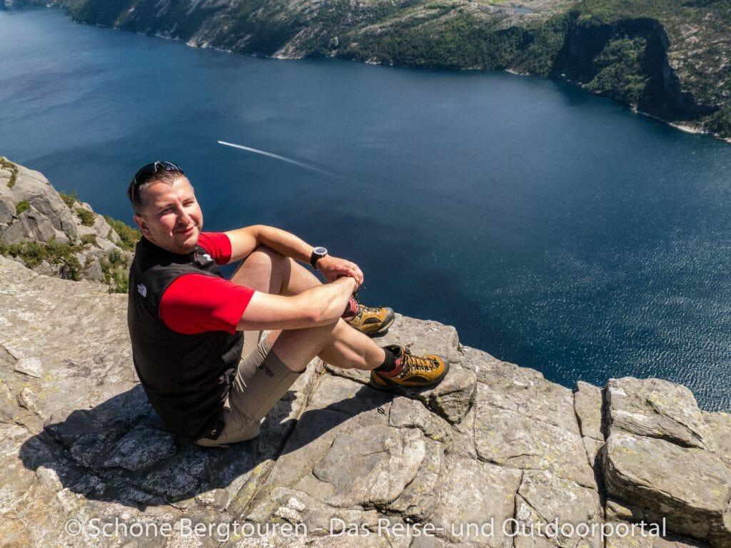 Fjord Norwegen - Tiefblick vom Preikestolen