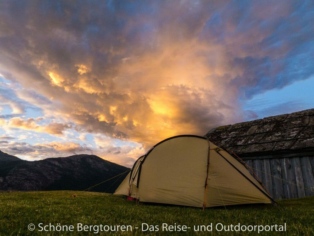 Fjord Norwegen - Zelt beim Lothe Camping