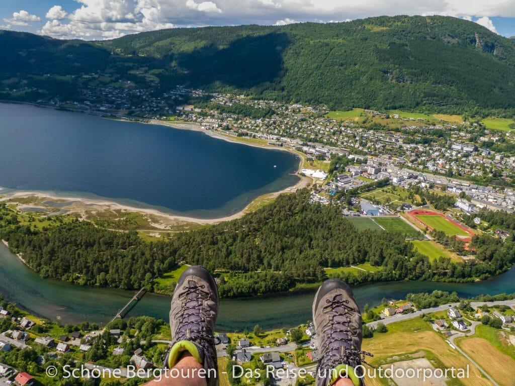 Fjord Norwegen - Gleitschirmfliegen über Voss