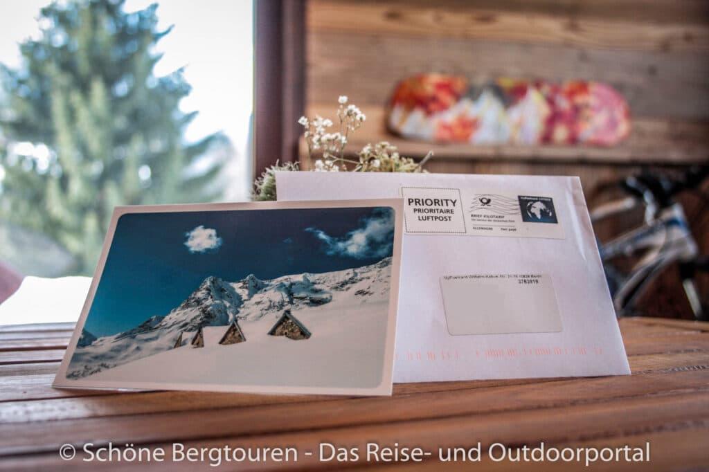 MyPostcard.com - Urlaubsgruesse auf dem Tisch