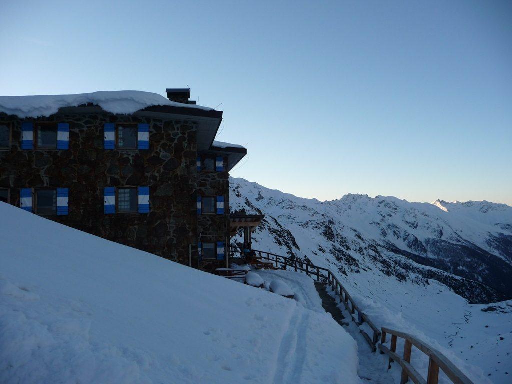 BergaufBergab - Das Rifugio Larcher am fruehen Morgen
