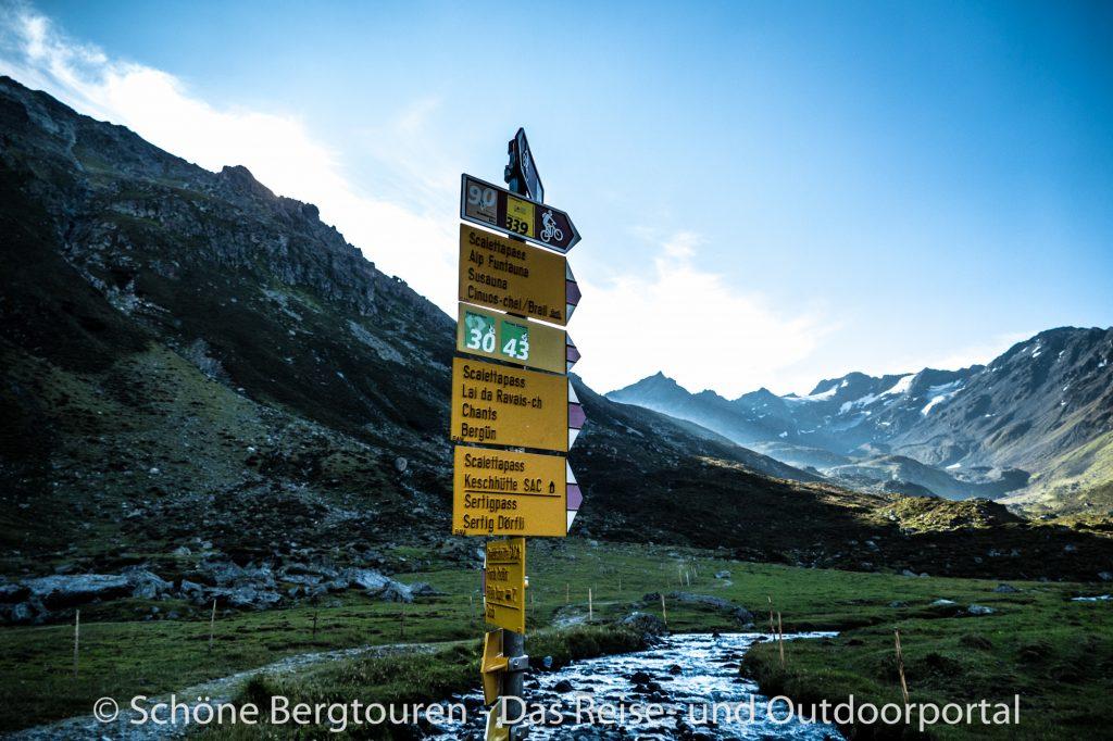 Via Valtellina - Wegweiser am Duerrboden
