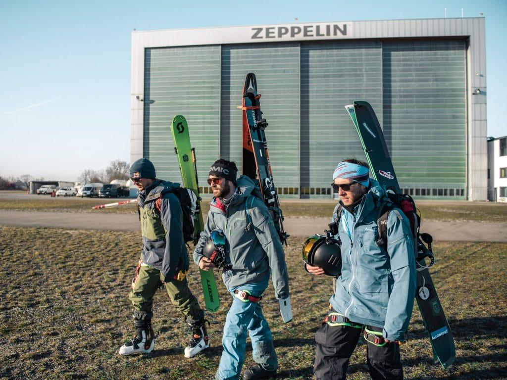 Bergwelten - Zeppelinskiing - Die Athleten auf dem Weg zum Zeppelin