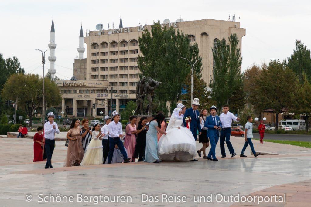 Khan Tengri Trekking - Kirgisische Hochzeitsgesellschaft