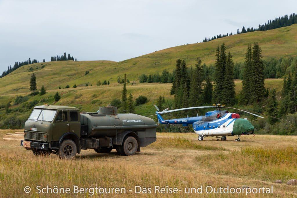 Khan Tengri Trekking - Helikopter und Tankwagen