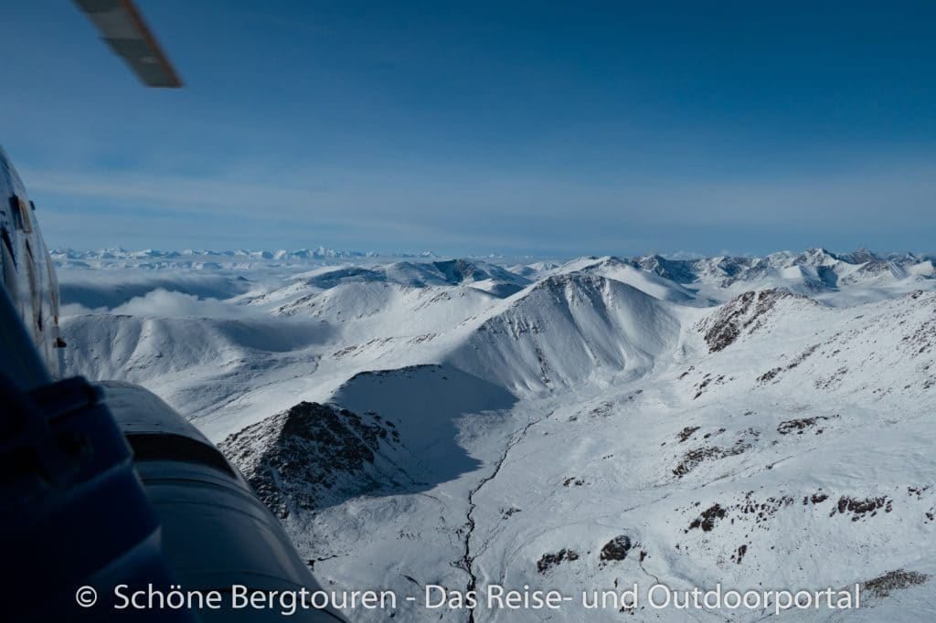 Khan Tengri Trekking - Helikopterflug zum Inyltschek Tal