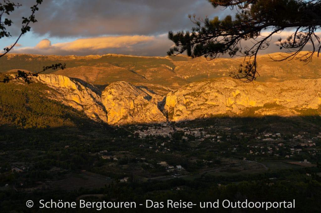 Suedfrankreich Roadtrip - Moustiers-Saint-Marie