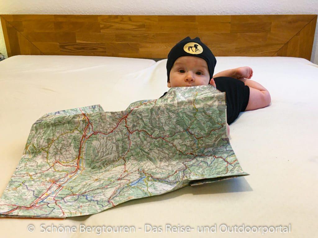 Wohnmobil mit Baby - Baby mit Karte