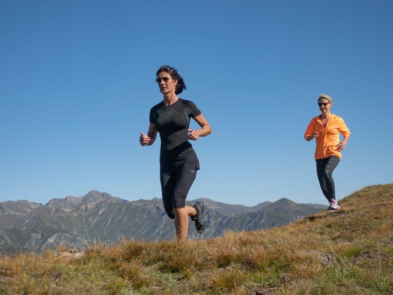 Bergwelten - Beatrix Monz und Kristina Sprenger beim Berglauf