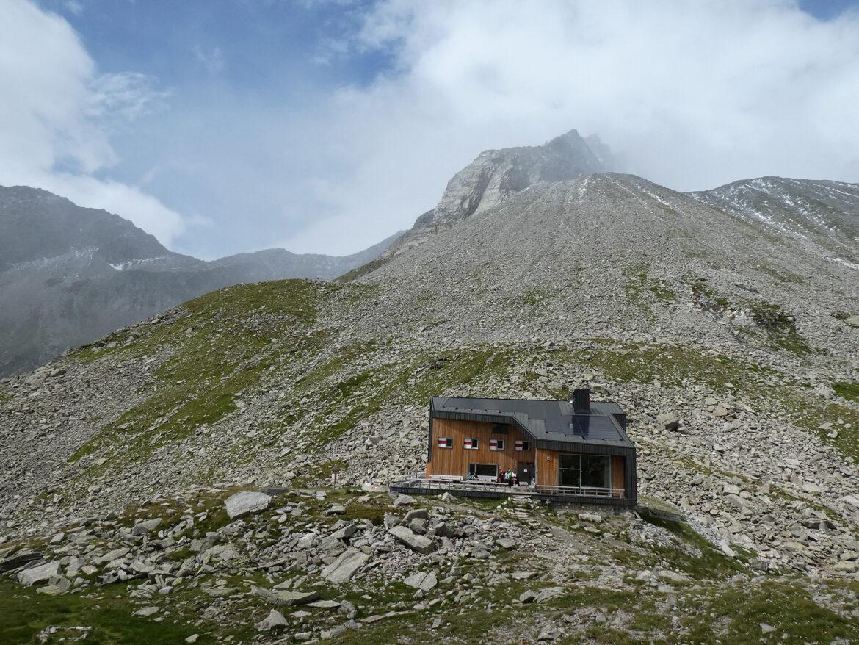 BergaufBergab - Edelrauthuette steht mitten auf dem Eisbruggjoch