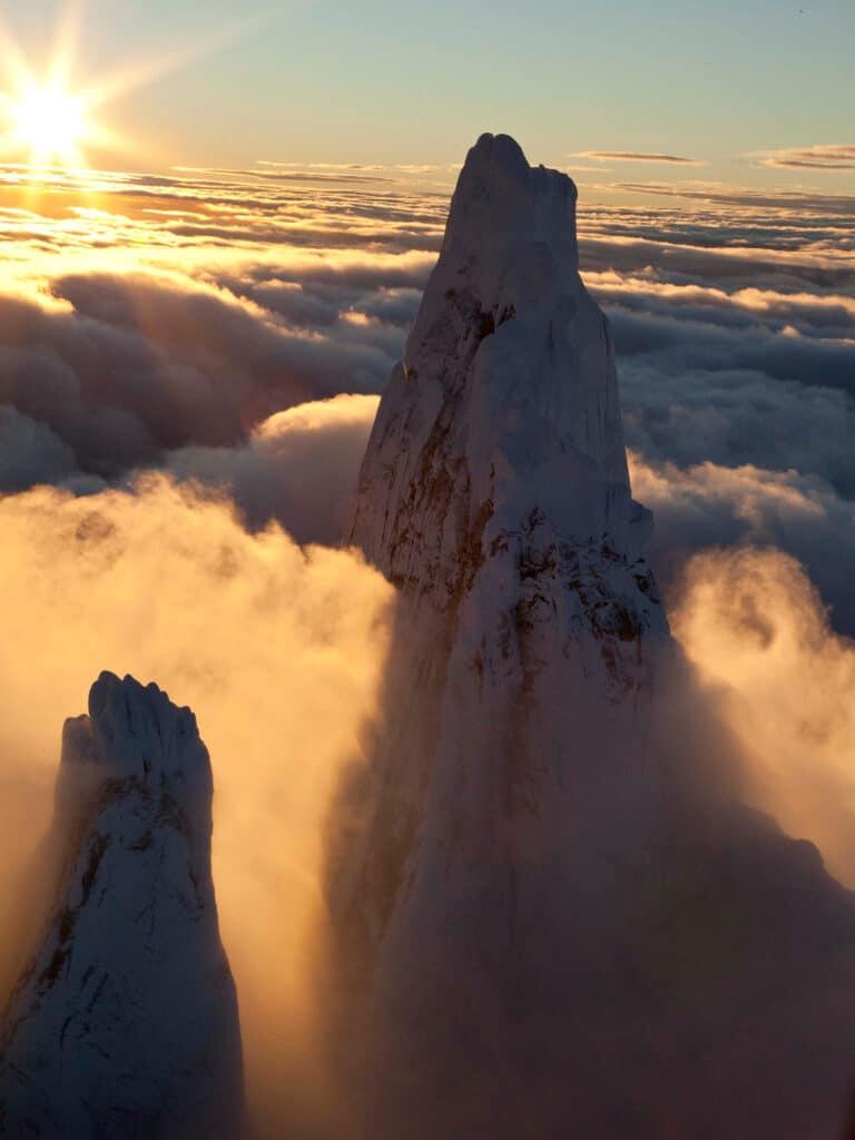 Bergwelten - Cerro Torre ueber den Wolken