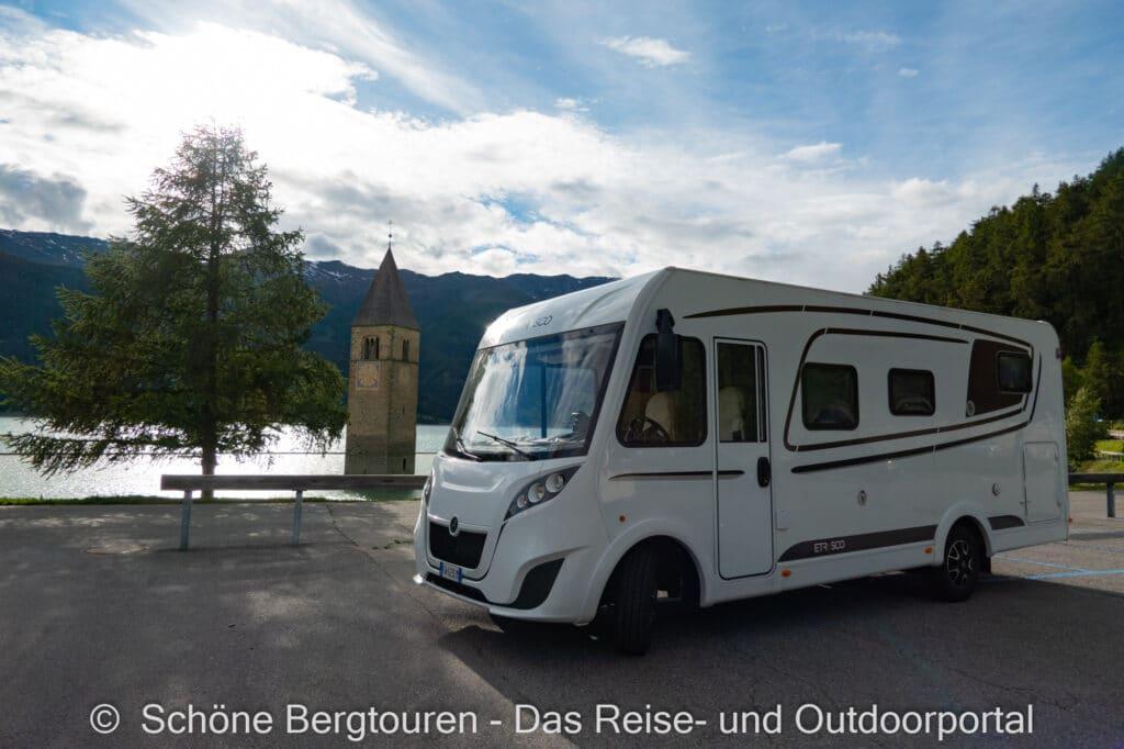 Wohnmobiltour Suedtirol - Etrusco Wohnmobil am Kirchturm im Reschensee