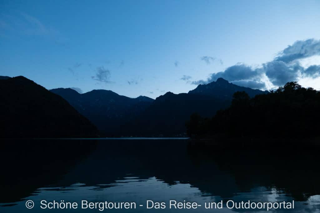 Wohnmobiltour Trentino - Abenddaemmerung am Ledrosee
