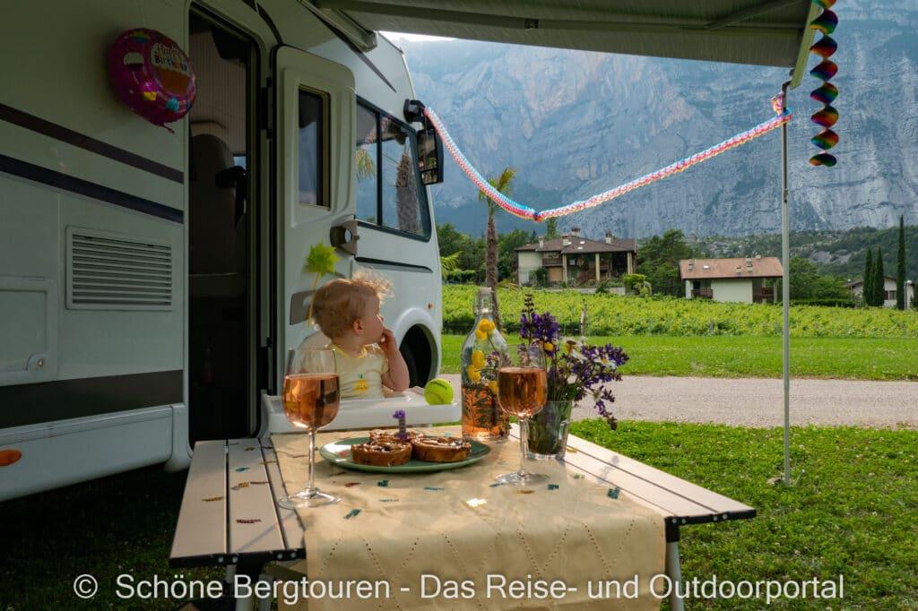 Wohnmobiltour Trentino - Erste Geburtstag vorm Etrusco Wohnmobil