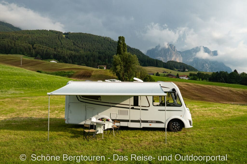 Wohnmobiltour Suedtirol - Etrusco Wohnmobil mit Schlern